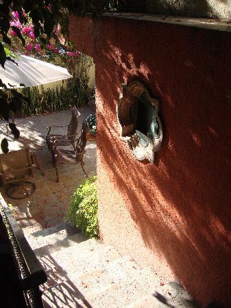 Casa Tuscany Inn: Casa Tuscany- headed down the stairs