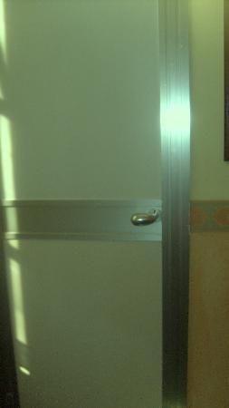 Hotel Roma e Rocca Cavour: porta del bagno