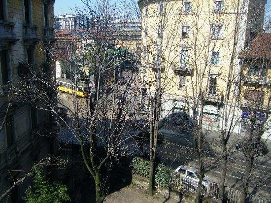 Minerva Hotel Milan: View from the bedroom window
