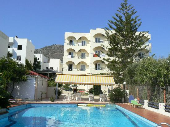 Hotel Armava: hotel and the swimming pool