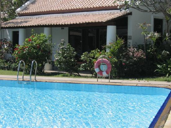 Samui Palm Beach Resort & Hotel: la villa vue de la piscine