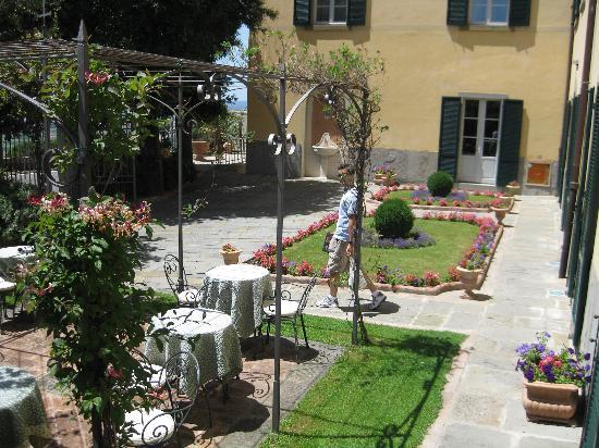 Villa Marsili : courtyard