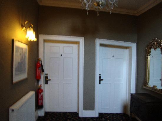 Guy Fawkes Inn crooked door into room 4 (4 Poster) & crooked door into room 4 (4 Poster) - Picture of Guy Fawkes Inn ...