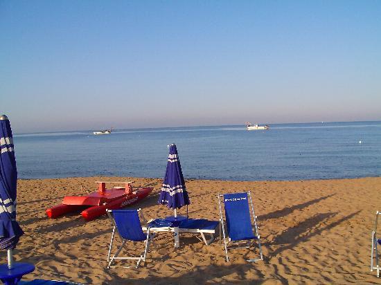 Hotel Della Baia: Mare e spiaggia