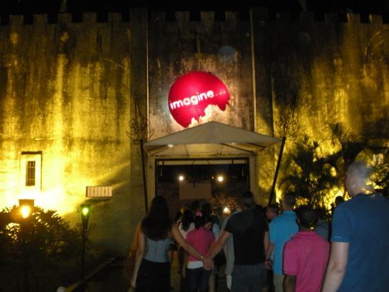 Imagine Punta Cana Disco: A entrada do castelo julho 2009