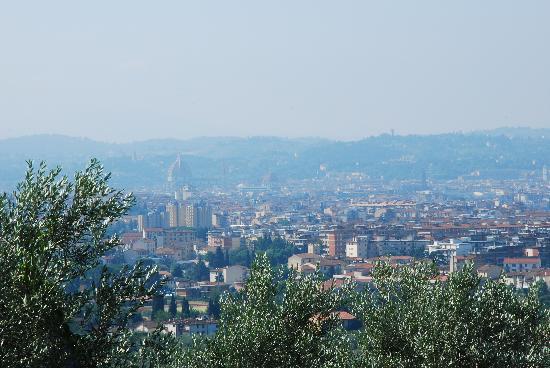 Villa Covacchia / Castello Apartments: View over Florence from the Villa Covacchia