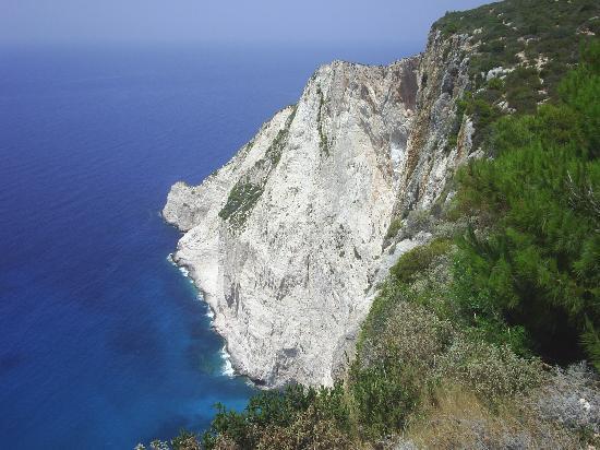 Hotel Macedonia: View at shipwreck