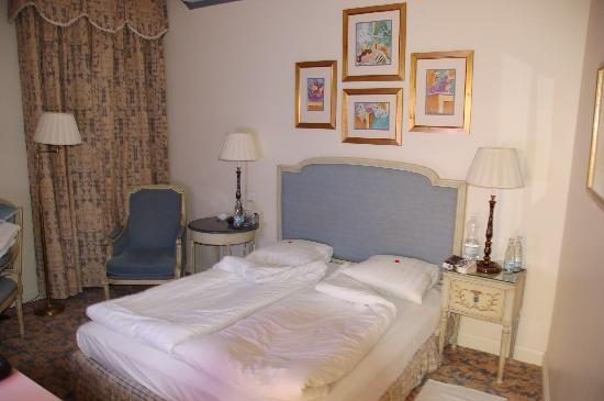 Grand Palace Hotel: Our Room