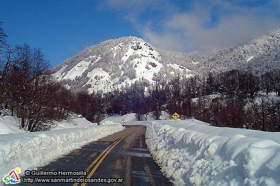 San Martin de los Andes, Argentinië: La ruta 234, cubierta de nieve.