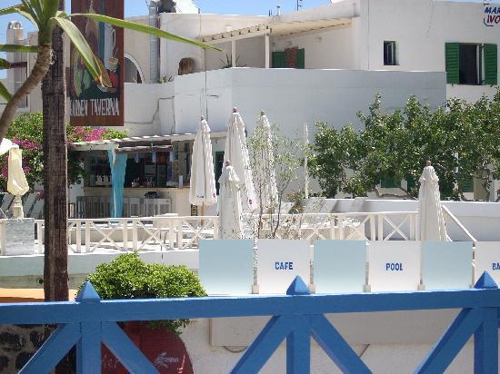 Silia Pool Bar: the pool bar