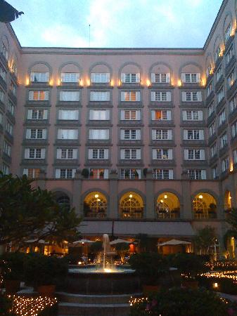 Four Seasons Mexico City: A view from the courtyard