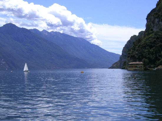 Albergo Garni Eden: Lake Garda from boat