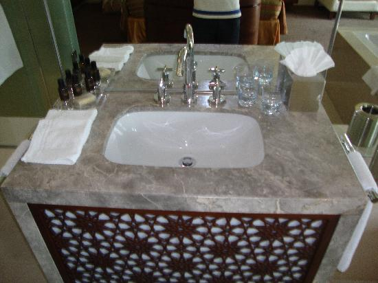 Manzil Downtown: The Sink