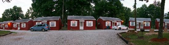 Cassville, MO: Panaramic Shot of Cabins and some grounds