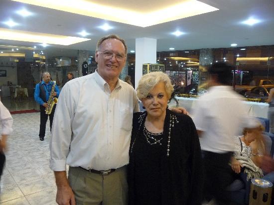con amigos en el lobby del Hostal del Sol, Termas de Rio Hondo