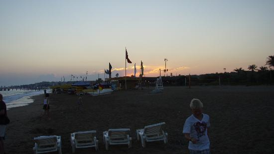 Pegasos World Hotel: The beach, just next to the hotel