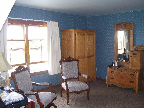 Rose Farm Inn: A great place to read and very roomy