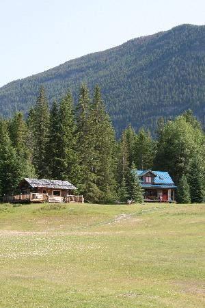 Nipika Mountain Resort: Bergeron cabin and the interpretive cabin