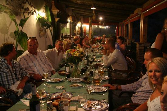 Los Jarales Rural Hotel Istan: Beautiful sea food and local andalucean wine