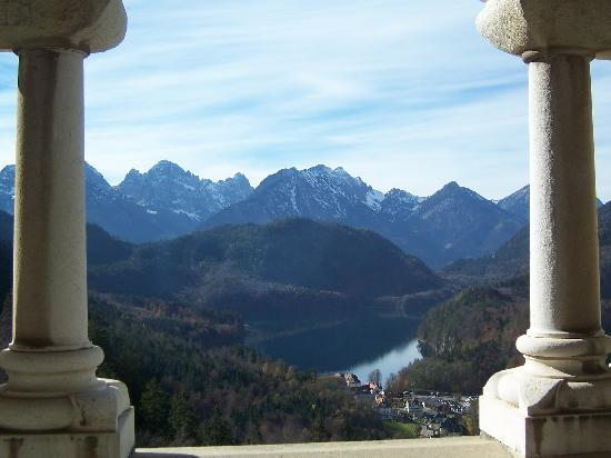 Hohenschwangau, เยอรมนี: view out window from inside castle