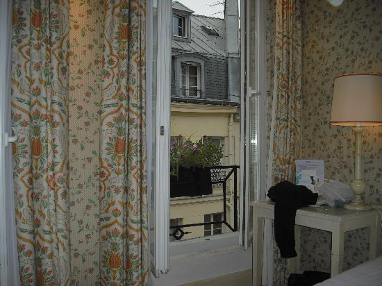 Hotel Le Regent: We usually kept the windows closed.