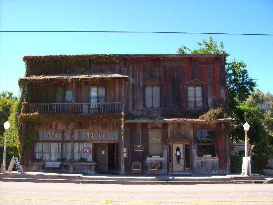 Los Alamos, CA: wonderful facade of Union Hotel