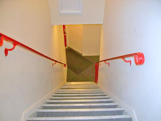 Econo Lodge Kalkaska : Very STEEP stairs