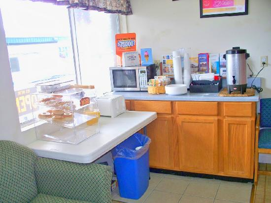 Econo Lodge Kalkaska : No frills breakfast
