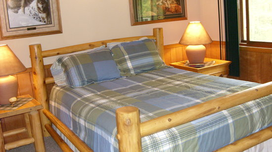 master bedroom, kettle cabin - picture of dakota lodge, hinckley
