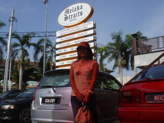 Malacca Straits Hotel: In the hotel's parking area