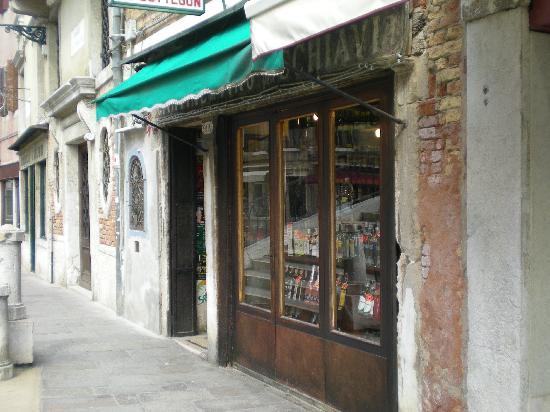 Cantine del Vino Già Schiavi : お店の外観