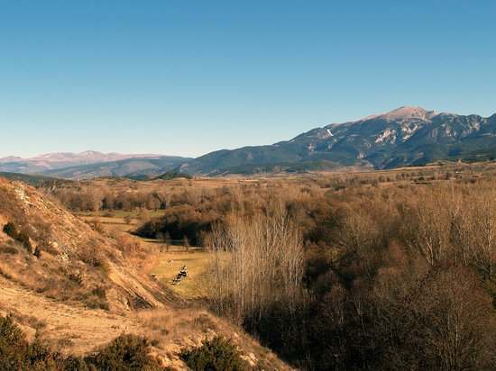 Каталония, Испания: The Cerdanya Valley near Martinet