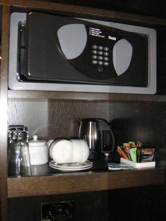 โรงแรมเดอะเคนซิงตัน: Coffre fort + cafe/the + vrai seche cheveux