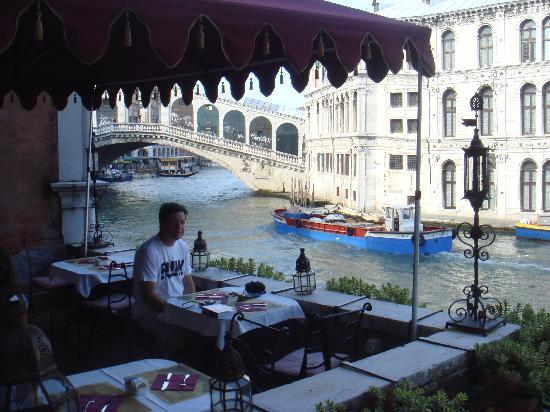 Al Ponte Antico Hotel: Breakfast with the BEST view on earth!