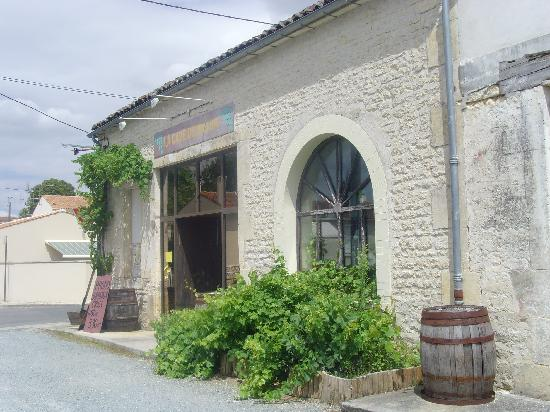 Le cave wine shop in Matha