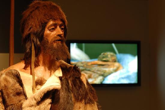 Südtiroler Archäologiemuseum : Oetzi, the Iceman