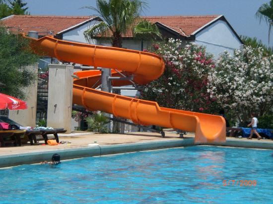 Asa Club Holiday Resort: Le tobbogan de la piscine