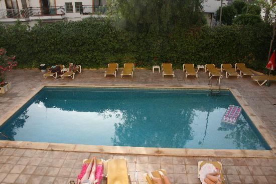 Hostal Valencia: hotel pool