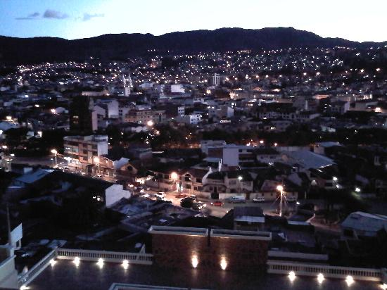 Howard Johnson Hotel Loja: View of Loja at sunset from my room 1012