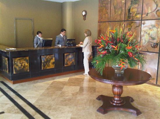 Howard Johnson Hotel Loja: The Lobby
