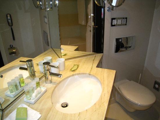 The Westin Grand Berlin: bathroom