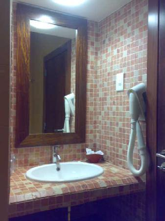 Hotel Praia Sol: baño con su toque moderno