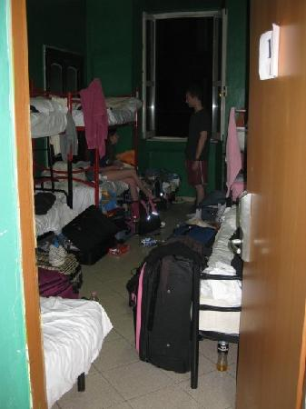 M&J Hostel: The room