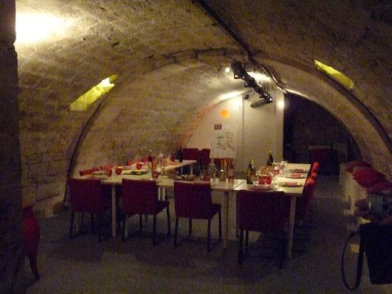 O Chateau - Wine Tasting: Tasting Room