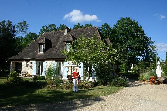 Les Petites Charmilles : Front of the home
