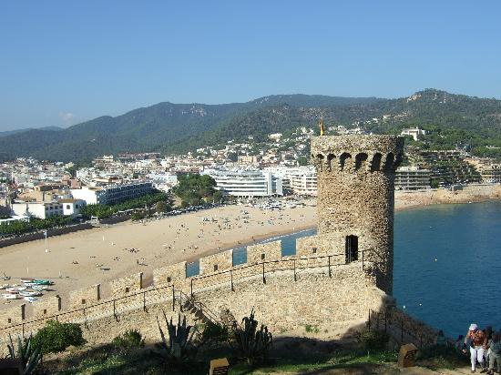 Tossa Beach Hotel: The view from the castle