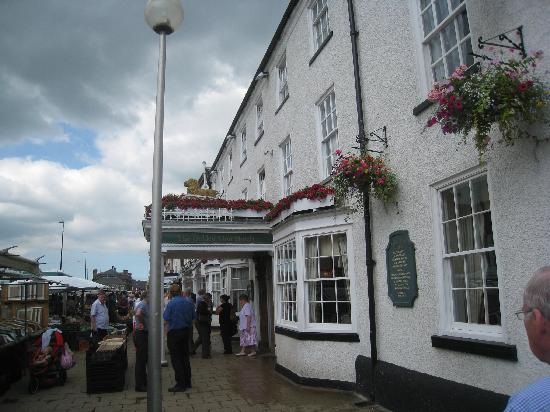 Golden Lion Hotel: The Golden Lion on market day