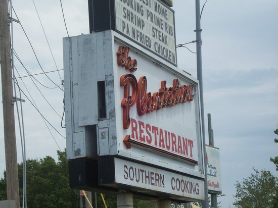 Plantation Restaurant: The famous view from the strip.