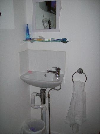 Hotel Earls Court: il lavandino dei puffi in camera