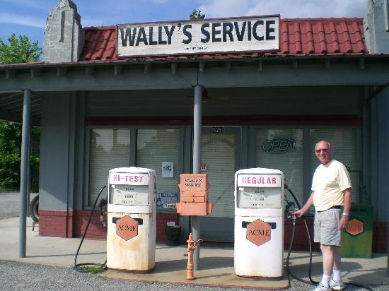 Sobotta Manor Bed & Breakfast: Wally's Service Station
